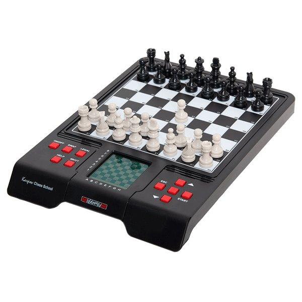Elektronický šachy Millennium Karpov Chess School.